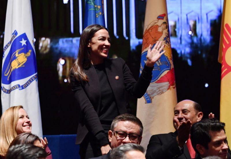 Alexandria Ocasio-Cortez, a social media star, to school House Democrats on Twitter use
